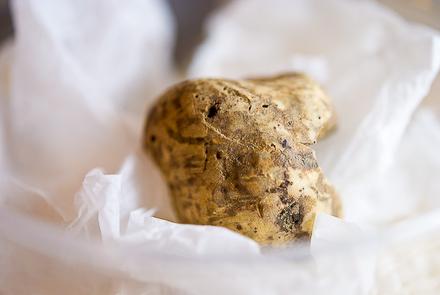 white-truffle-macarons-5