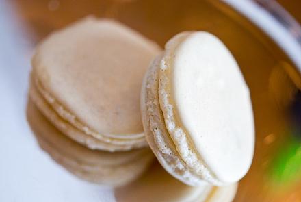 white-truffle-macarons-9