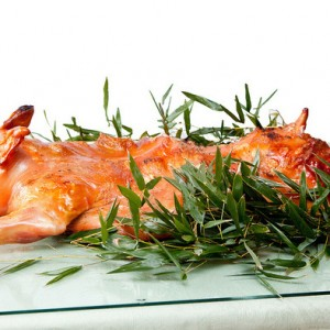 Whole roasted suckling pig at home