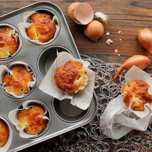 Cheese muffins with bacon and shallot