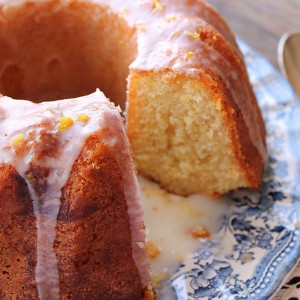 Black tea and bergamot Bundt cake