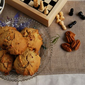 Cookies with pecans and maple syrup