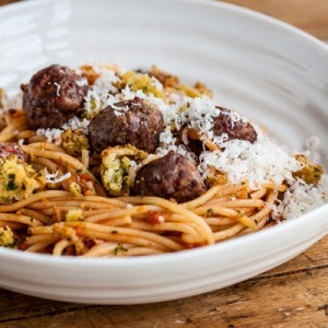 Spaghetti & Meatballs with mini garlic bites