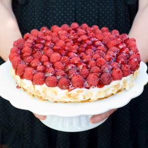 Raspberry Quark-Cream Cake