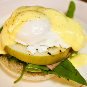 APPLE AND HAM EGGS BENEDICT
